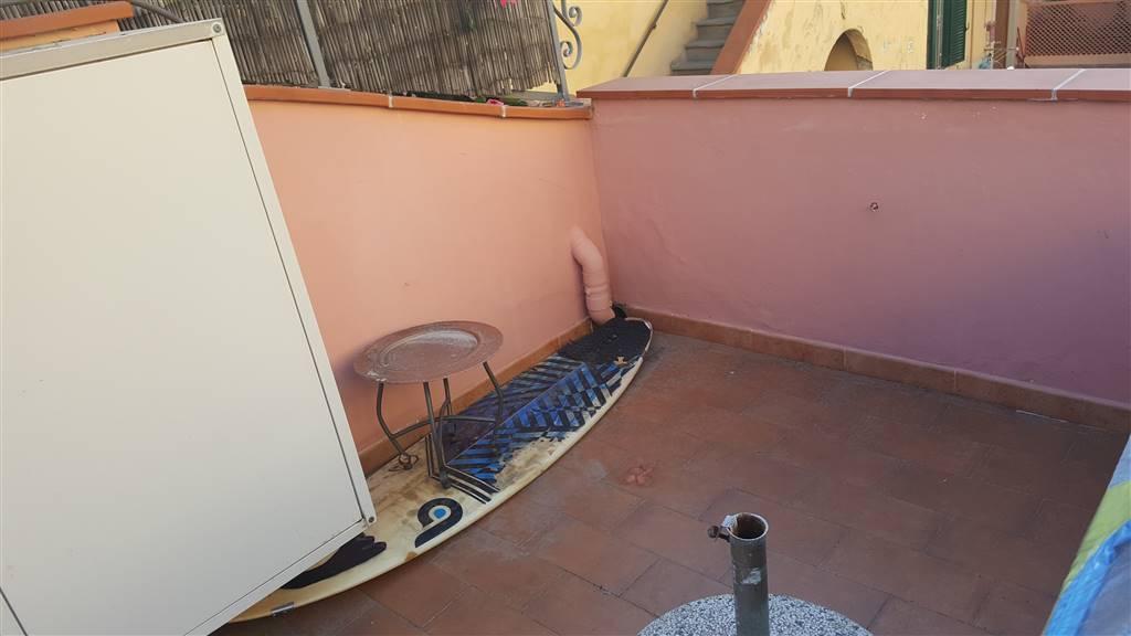 VIALE ITALIA  Grazioso terratetto a soli 50 mt dal mare, in ottime condizioni con ingresso indipendente posto all'interno di una corte molto
