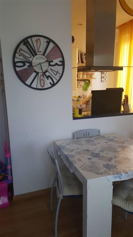 VILLAGGIO EMILIO OTTIME CONDIZIONI arredato contratto 4+4 piano primo ingresso in comodo soggiorno con cucinotto staccato ampia camera da letto