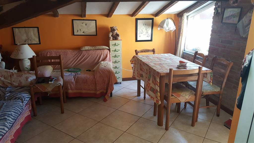 ZOLA IN PALAZZINA BIFAMILIARE OTTIME CONDIZIONI ingresso indipendente sala con cucinotto due camere bagno due balconi di cui uno abitabile scala