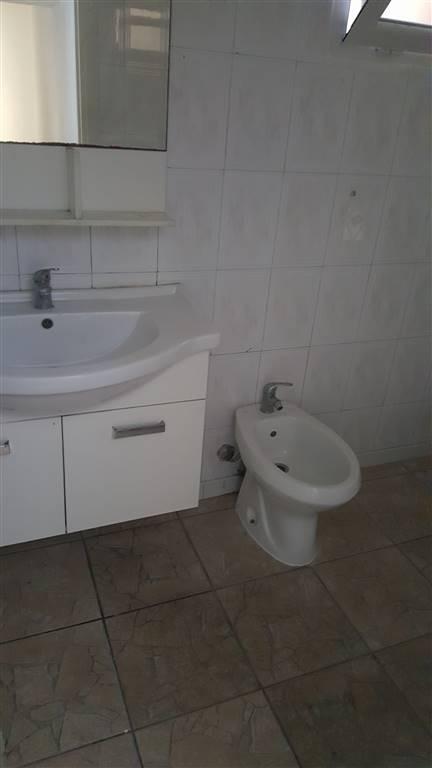 MAGGI PRESSI bilocale composto da  ingresso indipendente buone condizioni soggiorno con lato cottura camera bagno ripostiglio termo predisposto