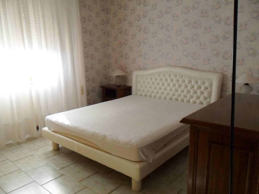 LECCIA OTTIME CONDIZIONI ingresso salone due camere da letto (possibilità terza camera) cucina abitabile doppi servizi due balconi di cui uno