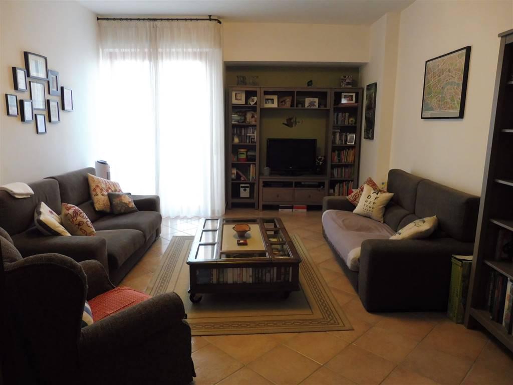 FABBRICOTTI luminoso panoramico appartamento in ottime condizioni composto da ingresso salone cucina tinello due camere da letto doppi servizi 4