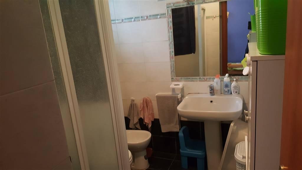 MASTACCHI IN PALAZZINA D'EPOCA buone condizioni ingresso soggiorno cottura camera da letto matrimoniale bagno con finestra piccolissimo studio