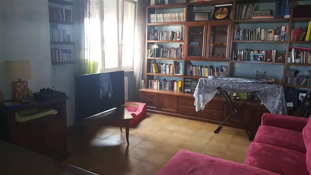 SAN JACOPO condominio moderno buone condizioni con vista mare parziale ingresso salone cucinotto tinello pranzo con balcone verandato lato notte
