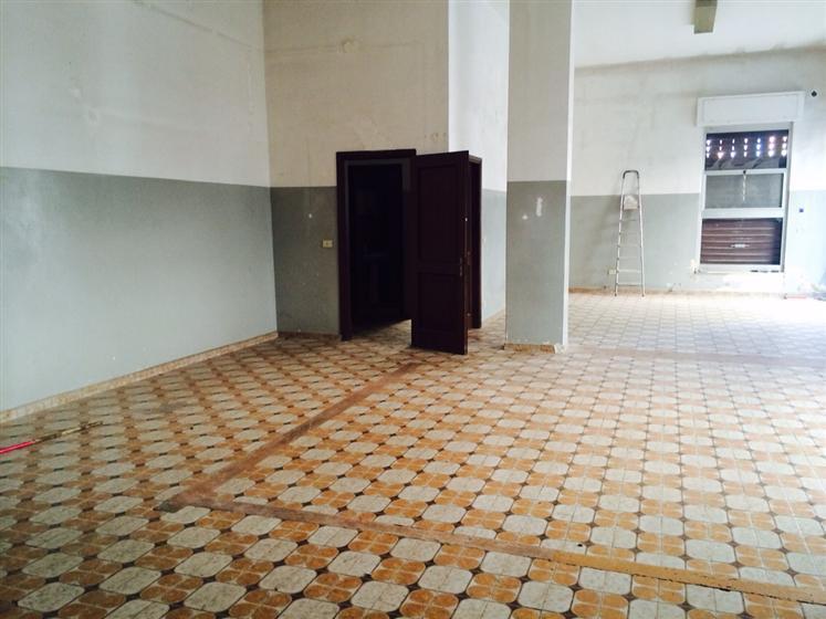 Immobile Commerciale in affitto a Altamura, 9999 locali, prezzo € 800 | CambioCasa.it