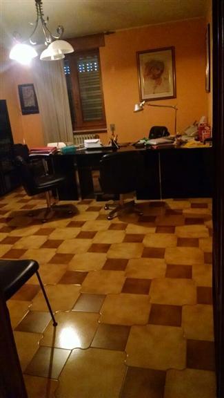 Ufficio / Studio in vendita a Altamura, 5 locali, prezzo € 200.000 | Cambiocasa.it