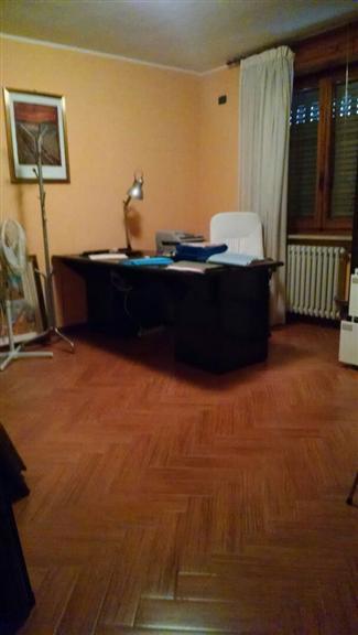 Ufficio / Studio in affitto a Altamura, 5 locali, prezzo € 600 | Cambio Casa.it