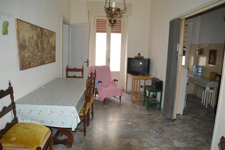 Soluzione Indipendente in vendita a Lavello, 8 locali, prezzo € 105.000   Cambio Casa.it