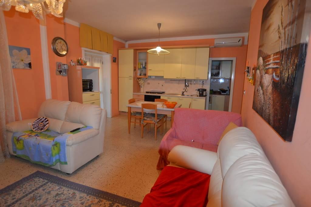 Appartamento in vendita a Lavello, 4 locali, prezzo € 67.000 | CambioCasa.it