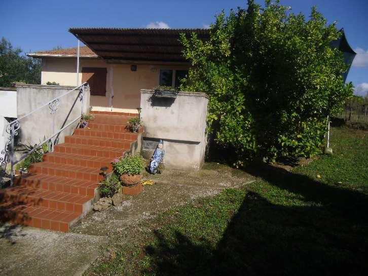 Villa in vendita a Casale Marittimo, 5 locali, prezzo € 250.000 | CambioCasa.it