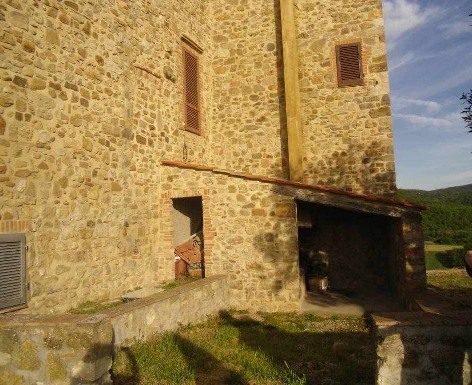 Appartamento in vendita a Castelnuovo di Val di Cecina, 5 locali, zona Zona: Sasso Pisano, prezzo € 80.000 | CambioCasa.it