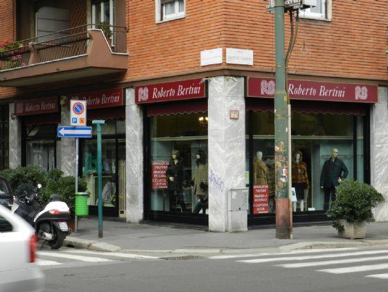 Negozio-locale in Vendita a Milano 17 Marghera / Wagner / Fiera: 120 mq