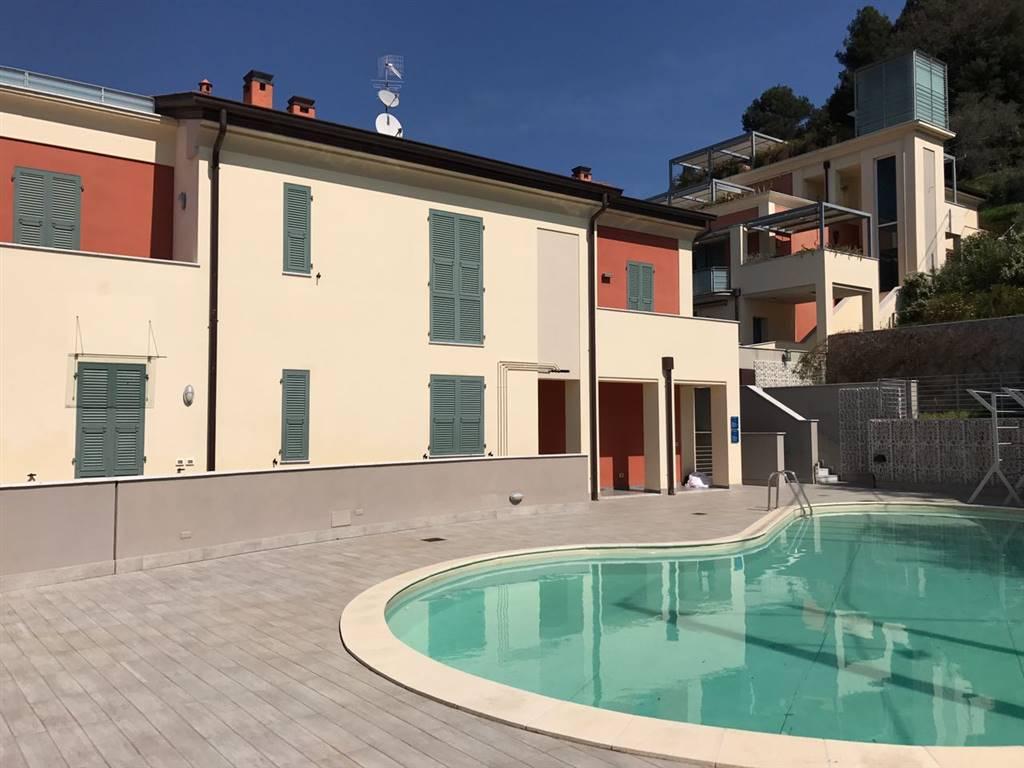 Rustico in Vendita a La Spezia: 5 locali, 700 mq
