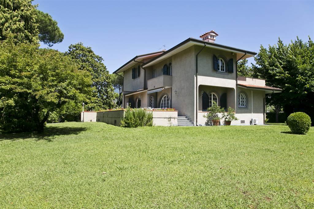 Villa in Vendita a Forte Dei Marmi: 5 locali, 335 mq