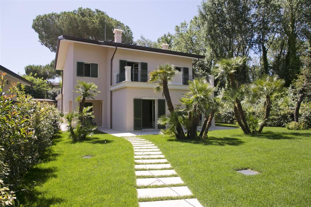 Villa in Vendita a Forte Dei Marmi: 5 locali, 300 mq