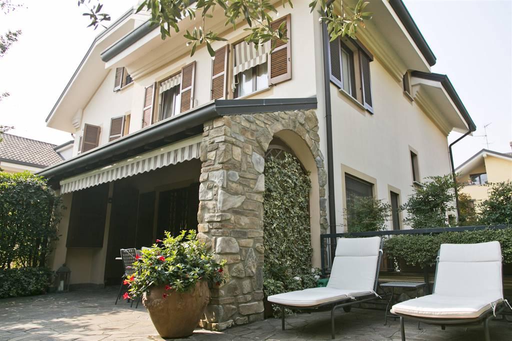 Villa in Vendita a Arese: 5 locali, 250 mq
