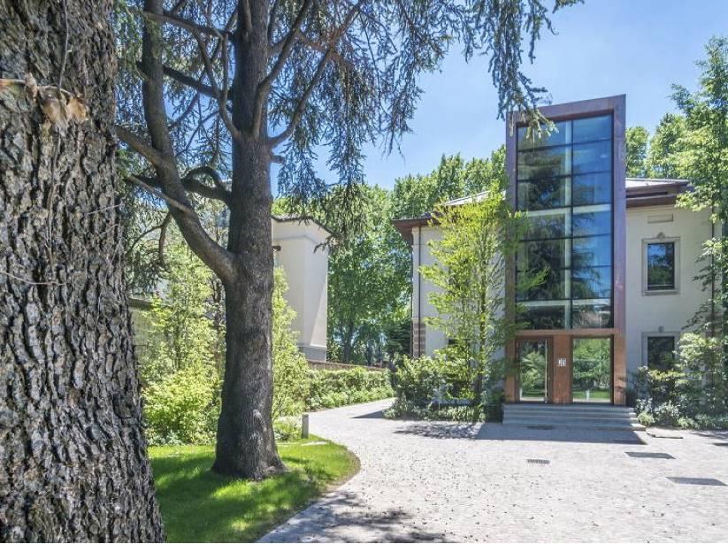 Appartamento in Affitto a Monza: 5 locali, 255 mq
