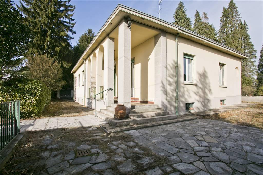 Villa in Vendita a Somma Lombardo: 5 locali, 294 mq