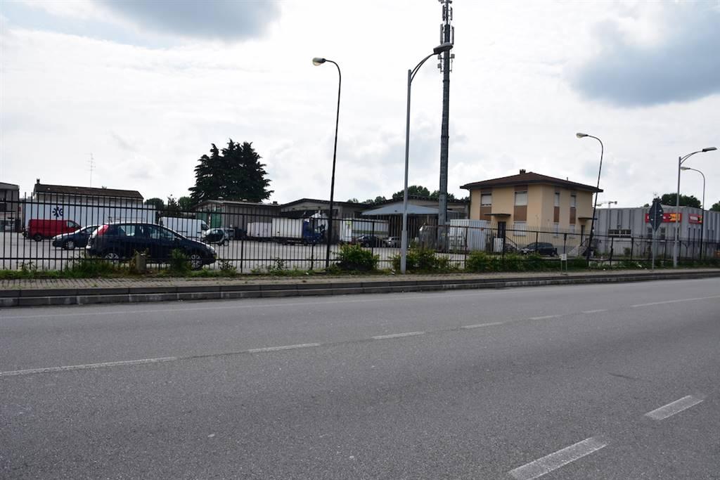 Capannone in Vendita a Rozzano: 5 locali, 7300 mq