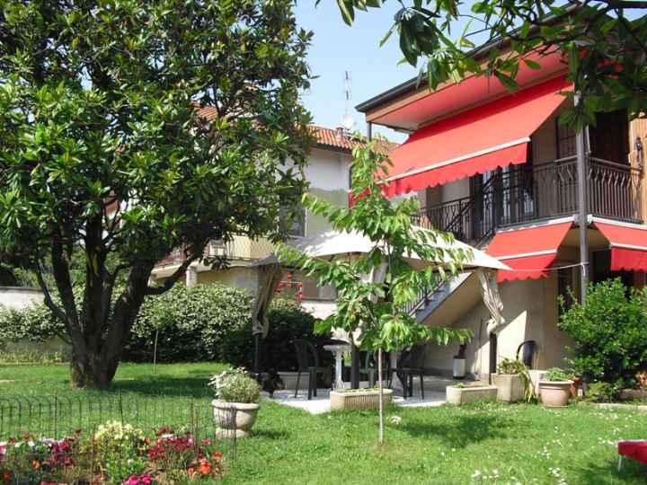Villa in vendita a Usmate Velate, 8 locali, zona Zona: Usmate, prezzo € 599.000 | Cambio Casa.it