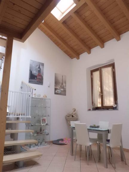 Soluzione Indipendente in vendita a Usmate Velate, 3 locali, zona Zona: Velate, prezzo € 125.000 | Cambio Casa.it