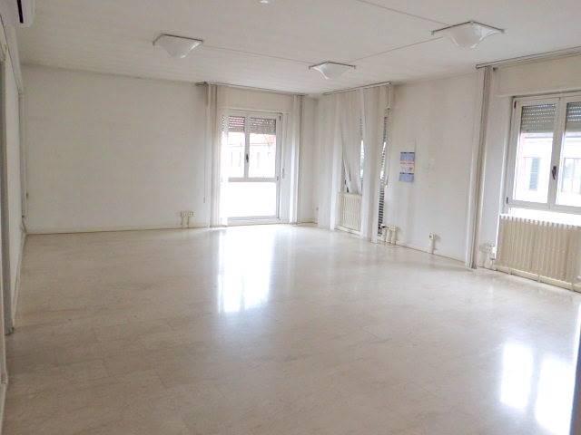 Ufficio / Studio in affitto a Arcore, 4 locali, prezzo € 650 | Cambio Casa.it