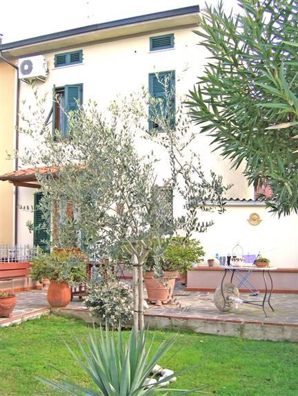 Soluzione Indipendente in vendita a Agliana, 6 locali, zona Zona: Spedalino, prezzo € 235.000 | Cambio Casa.it