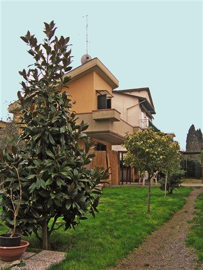 Villa in vendita a Agliana, 3 locali, zona Zona: San Niccolò, Trattative riservate | Cambio Casa.it