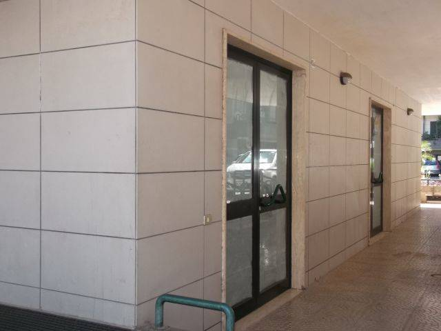 Ufficio / Studio in affitto a Adelfia, 3 locali, zona Zona: Montrone, prezzo € 400 | CambioCasa.it