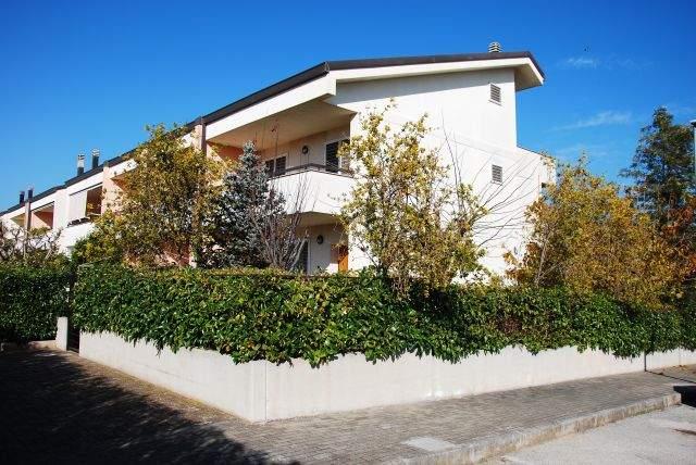 Villa, Montrone, Adelfia, in ottime condizioni