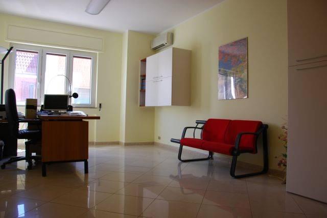 Appartamento in affitto a Adelfia, 5 locali, zona Zona: Canneto, prezzo € 500 | CambioCasa.it