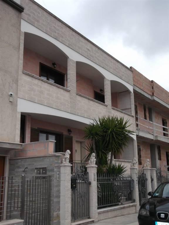 Appartamento in affitto a Adelfia, 4 locali, zona Zona: Montrone, prezzo € 600 | CambioCasa.it