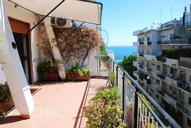 Attico / Mansarda in affitto a Bari, 3 locali, zona Zona: Madonnella, prezzo € 800 | CambioCasa.it
