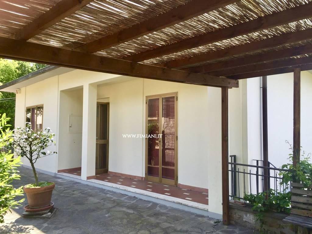 Villa in vendita a Sesto Fiorentino, 8 locali, zona Zona: Montorsoli, prezzo € 360.000 | Cambio Casa.it