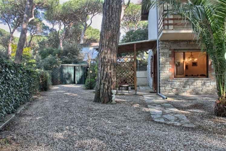 Appartamento in affitto a Castagneto Carducci, 4 locali, zona Zona: Marina di Castagneto Carducci, prezzo € 360 | Cambio Casa.it