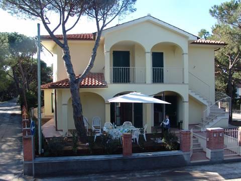 Soluzione Indipendente in affitto a Castagneto Carducci, 4 locali, zona Zona: Marina di Castagneto Carducci, prezzo € 700   Cambio Casa.it