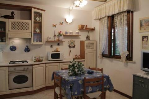Appartamento in affitto a Castagneto Carducci, 3 locali, zona Zona: Marina di Castagneto Carducci, prezzo € 320 | Cambio Casa.it