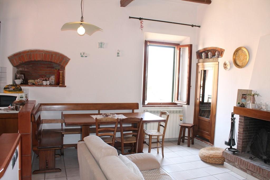 Appartamento in vendita a Castagneto Carducci, 5 locali, zona Località: CENTRO STORICO, prezzo € 150.000 | Cambio Casa.it
