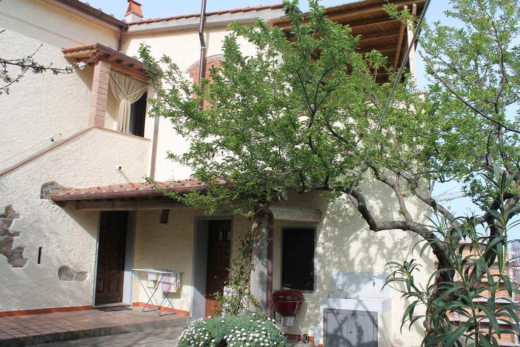 Villa in vendita a Castagneto Carducci, 7 locali, prezzo € 320.000 | Cambio Casa.it