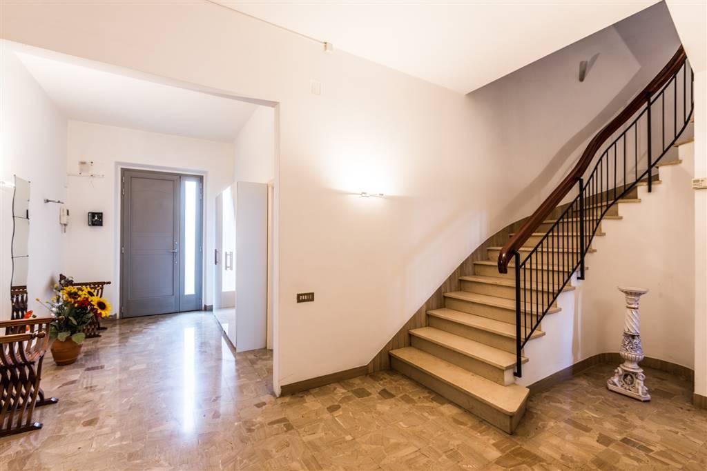 Soluzione Indipendente in vendita a Sesto Fiorentino, 8 locali, zona Località: REPUBBLICA, prezzo € 550.000   Cambio Casa.it