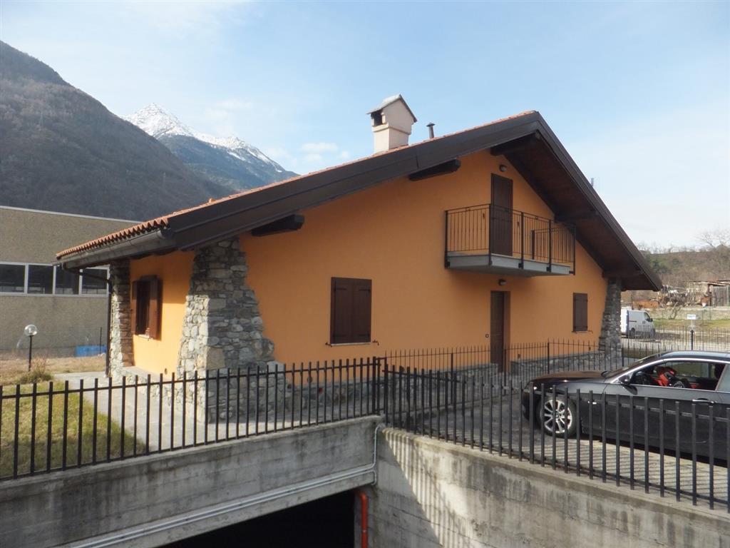 Villa in vendita a Chatillon, 4 locali, prezzo € 240.000 | Cambio Casa.it