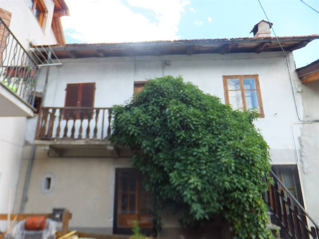 Rustico / Casale in vendita a Roisan, 6 locali, prezzo € 90.000 | CambioCasa.it