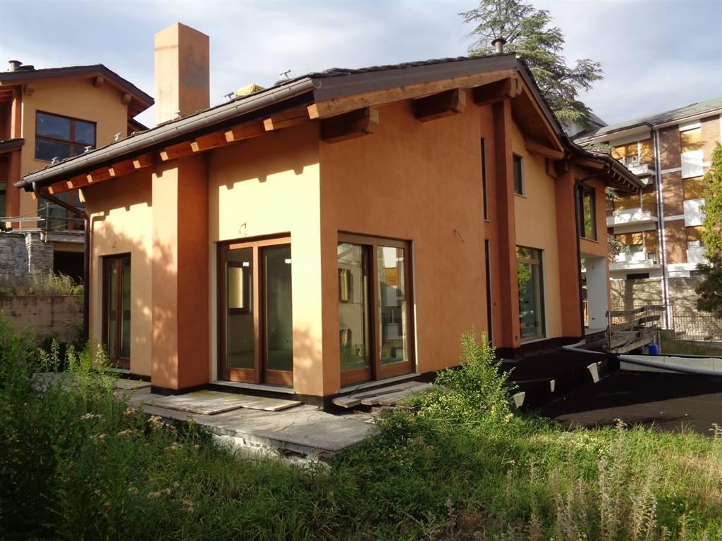 Villa in vendita a Aosta, 5 locali, prezzo € 540.000 | Cambio Casa.it