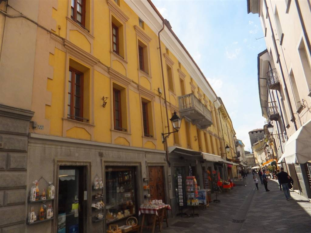Soluzione Indipendente in vendita a Aosta, 4 locali, zona Zona: Centro, prezzo € 312.000 | CambioCasa.it