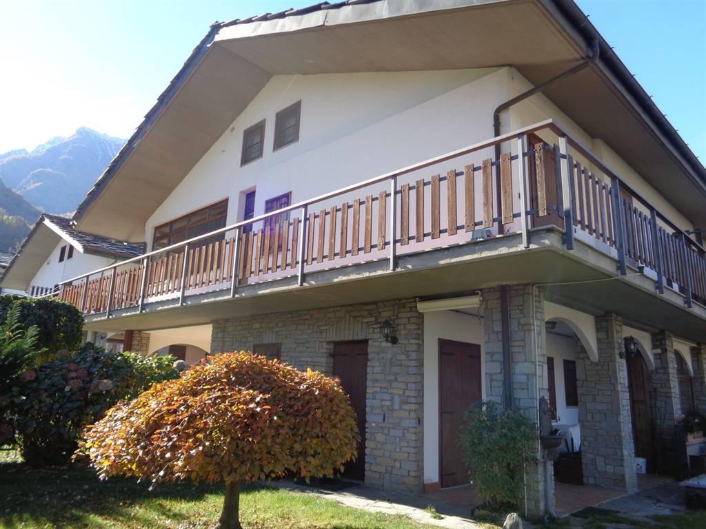 Villa Bifamiliare in Vendita a Saint-Marcel