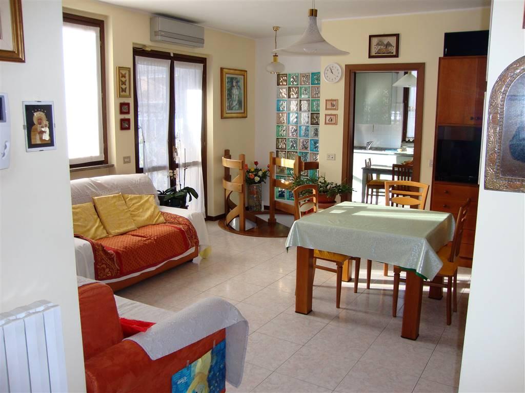 Appartamento in Vendita a Usmate Velate: 3 locali, 140 mq