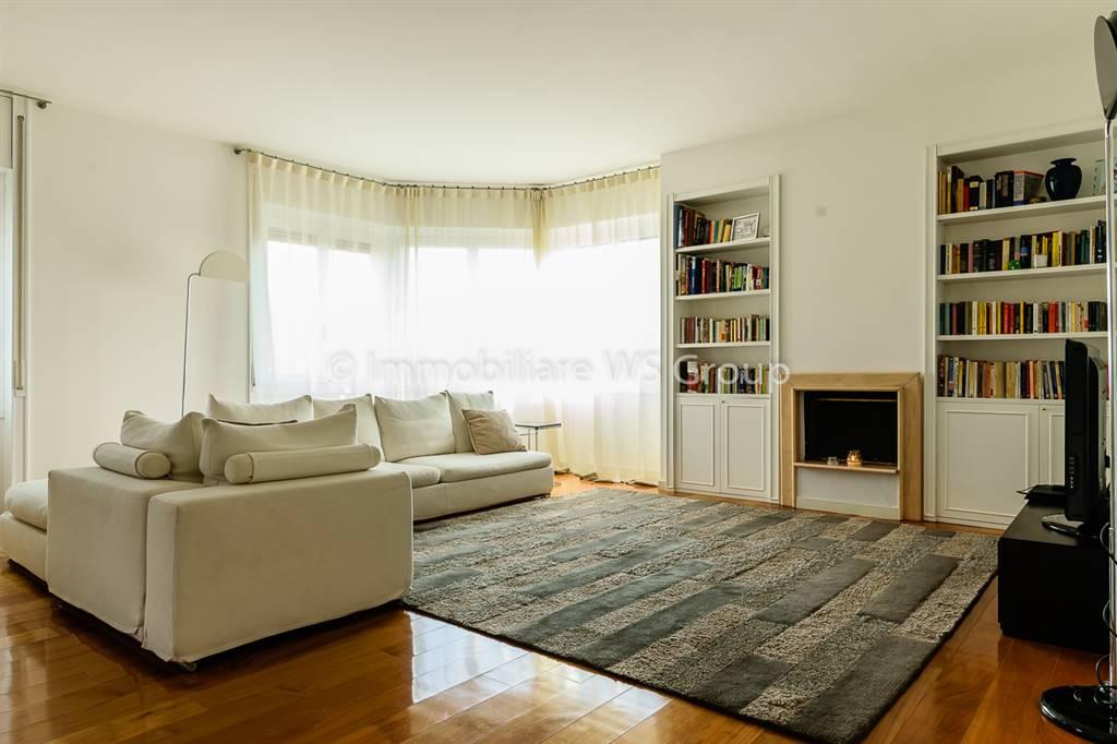 Appartamento in Vendita a Monza: 4 locali, 185 mq