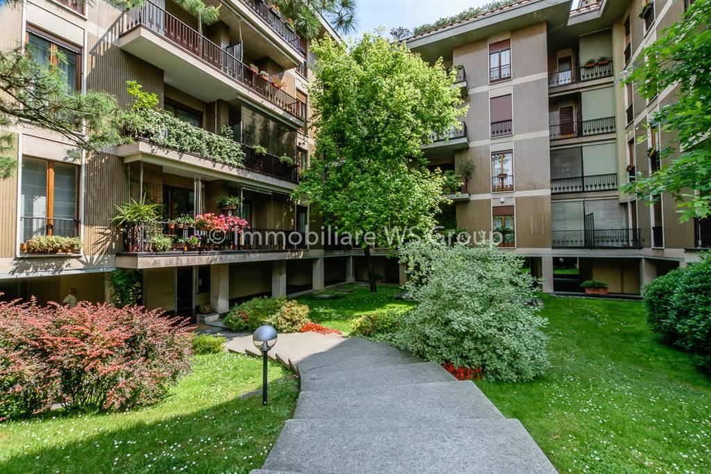 Appartamento in Vendita a Monza:  4 locali, 200 mq  - Foto 1