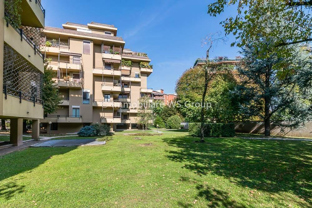 Appartamento in Vendita a Vedano Al Lambro: 4 locali, 180 mq
