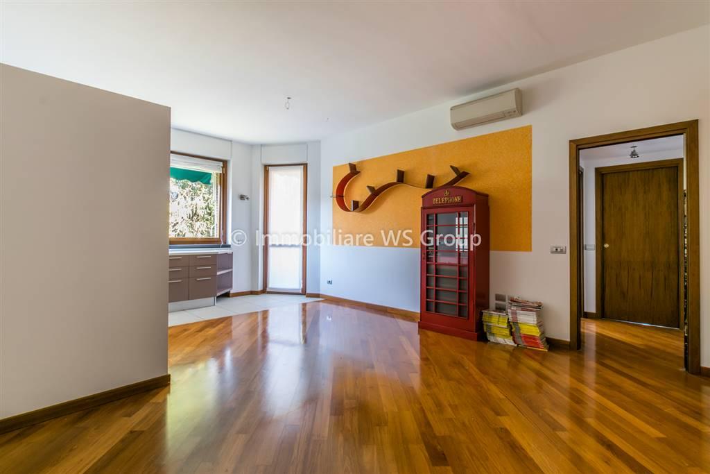 Appartamento in Affitto a Monza: 2 locali, 75 mq
